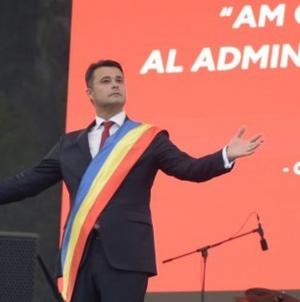 Pe final de mandat, primarul Florea dă 60 milioane lei pe tablete