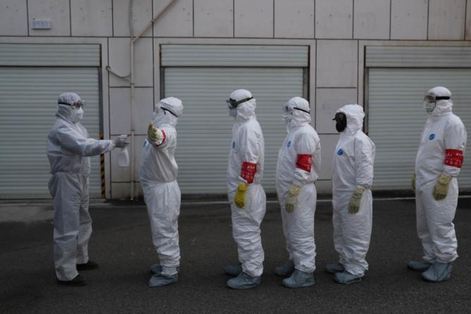 Cum se luptă pe bune cu virusul ucigaș