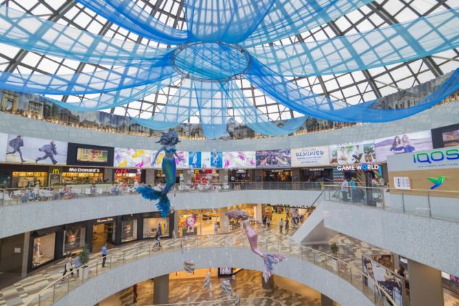 Magazinele din mall se închid. Angajații, în șomaj tehnic