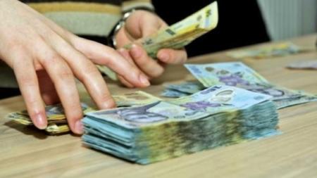 Bugetarii care vor primi o majorare salarială de 25%