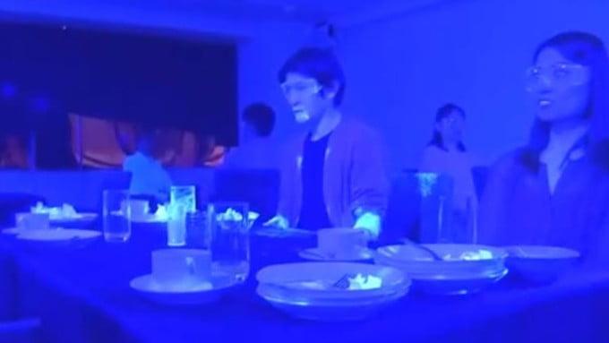 Cât de repede se răspândește Covid-19 într-un restaurant