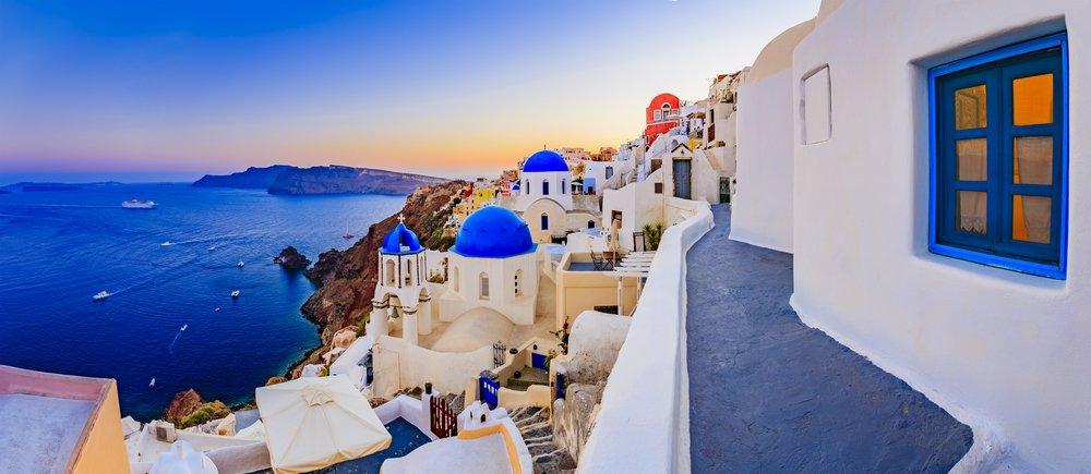Grecia a repornit liniile de feribot către insule