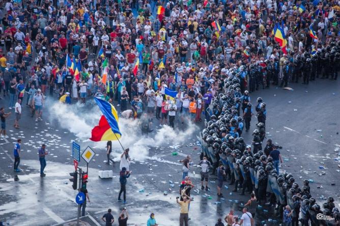 Jandarmeria vrea interzicerea protestelor. Ce spune Vela