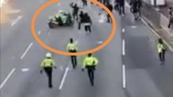 Protestatari, spulberați de un motopolițist