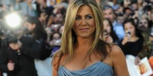 Jennifer Aniston scoate la licitație o fotografie cu ea dezbrăcată