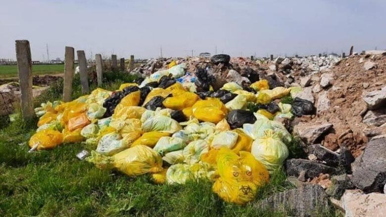 Deşeuri medicale periculoase, pe un câmp din Ilfov