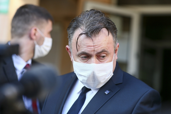 Scandal PNL-PSD: 'Tătaru, expert în măşti vândute fără bon'