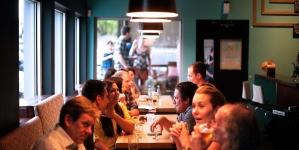 OFICIAL. Se redeschid restaurantele și teatrele în Capitală