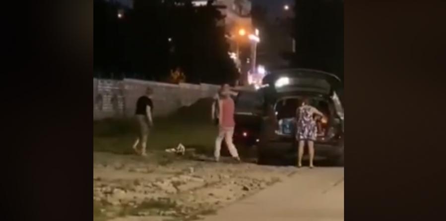 Au furat pavajul de pe stradă și l-au urcat într-un Audi