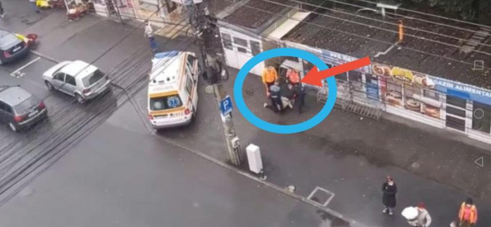 Femeie târâtă în ambulanță pentru că nu purta mască