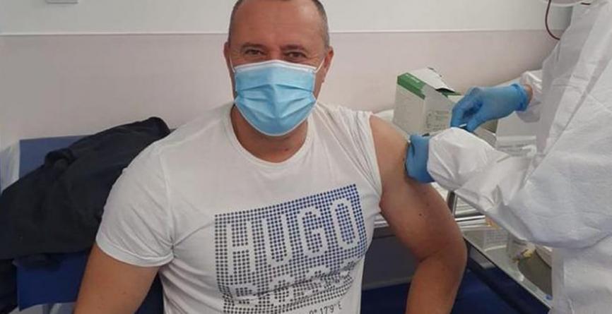 Primarul care 'a sărit' rândul pentru a se vaccina anti-COVID